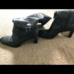 Woman's black leather boots 8